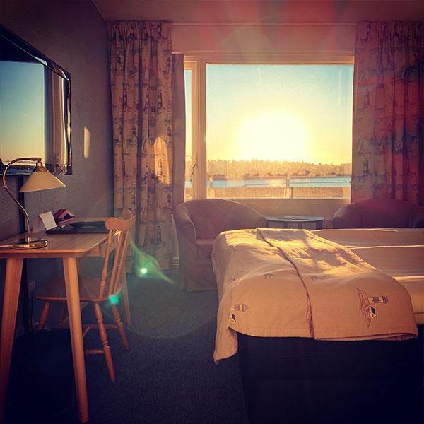 Hotellrum i solsken